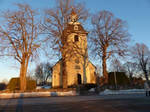 Kyrkan i eftermiddagssol på Fastlagssöndagen